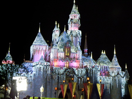 Disneyland Castle, Christmas Time - icesicles, disneyland, christmas, castle