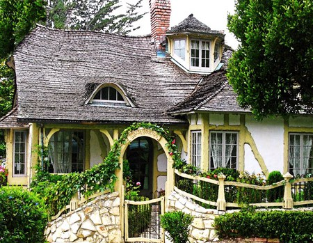 Little cottage in the woods houses architecture for Cute little homes