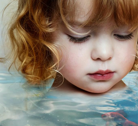 The gold fish - water, fish, beautiful, child, baby, sweet
