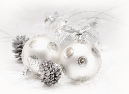 Chrismas ball - christmas, photography, white, golden, merry christmas, magic, gold, balls, ball, new year, beauty, beautiful, lovely, holiday, happy new year