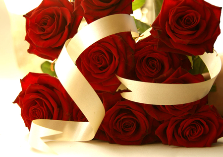 red roses - bouquet, love, rose, ribbon, cool, celebration, flowers, nice, tape, flower, photography, elegant, red, beautiful, photo, roses