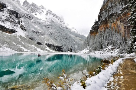 Winter-is-back-at-Lake-Louise - Lakes
