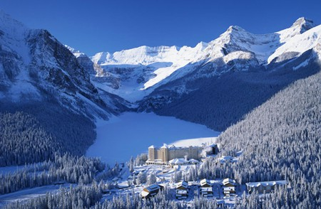 Lake-Louise-in-Winter