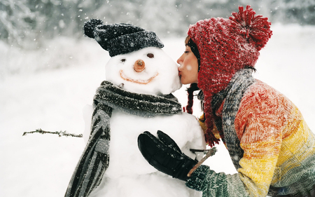 Hot kiss - model, snowman, kiss, winter, photography, nice, snow, entertainment, people