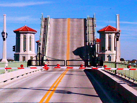 Bridge Of Lions - drawbridge, road-river crossing, signals, gates