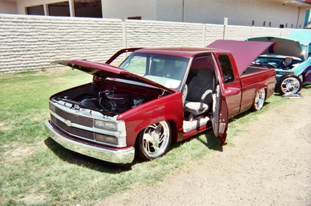 RED CHEVY SHOW TRUCK - chevy, clean, red, showtruck