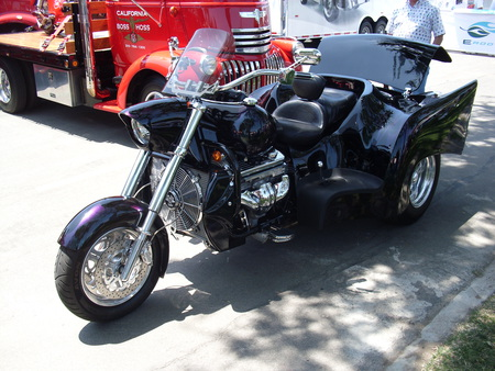 V8 TRIKE - outside, v8, trike, clean, custom, motorcycle