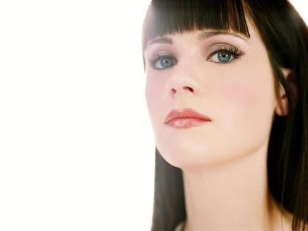 Zooey Deschanel - cut, 42, babe, brown, zooey, guide, sexy, galaxy, hitchhikers, brunette, girl, deschanel, eyes, blue