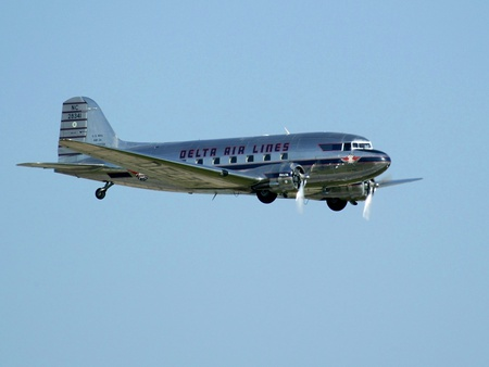 Douglas DC 3 in Delta Airlines colors - airlines, aircraft, delta, twin, engine, dc3, douglas, dc 3