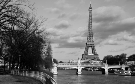 Eiffel Tower Black And White Wallpaper Black And White Eiffel Tower