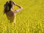 Anna in yellow field