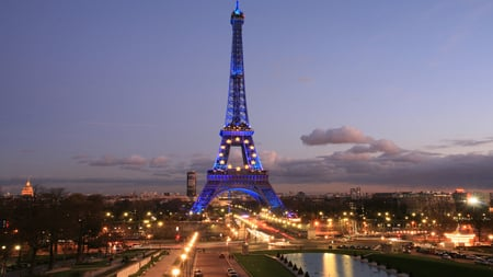 Eiffel Tower - tower, lights, paris, eiffel, architectures
