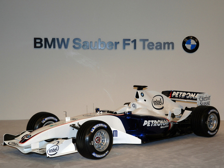 bmw sauber f1 car - 700bhp, mid engine, cutting edge technology, one seater