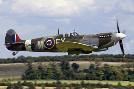 Spitfire Low Pass - royal, ww2, force, wwii, air, supermarine, spitfire