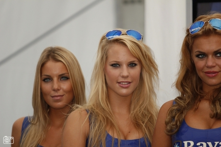 2 latex girls