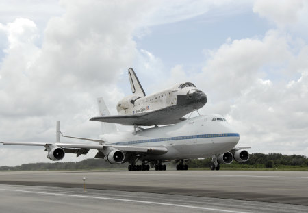 DISCOVERY atop the SHUTTLE CARRIER - flight, shuttle, plane, carrier, aircraft, white