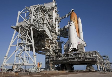ENDEAVOUR READY - ship, shuttle, launchpad, nasa, rockets