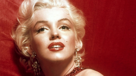 Evergreen Beauty - red, dress, evergreen, blonde, beauty, marilyn monroe, lips