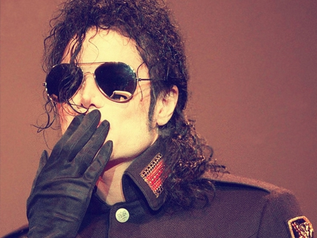 Going to send a kiss ;) - michael jackson, special, my angel, the best, king of pop, genius, magic, singer, i love you, kiss, dancer, sunglasses, glove, mj, love, legend