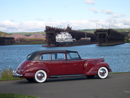 Packard Town Car - 42, ocean, 1942, town, packard, wheels, sea, boar, antique, ship, car, classic