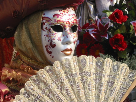 Roses and Fan - costumes, venice, roses, carnival, fans, masks, masques, flowers, fashion, italy