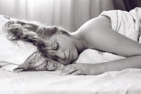 Sweet dreams - beauty, body, good night, pillow, beautiful lady, sweet dreams, bed