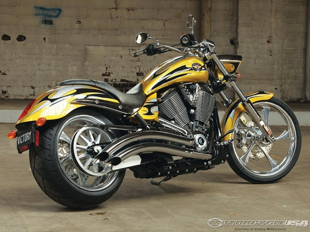 2010 VICTORY - nice, gold, pipes, bike