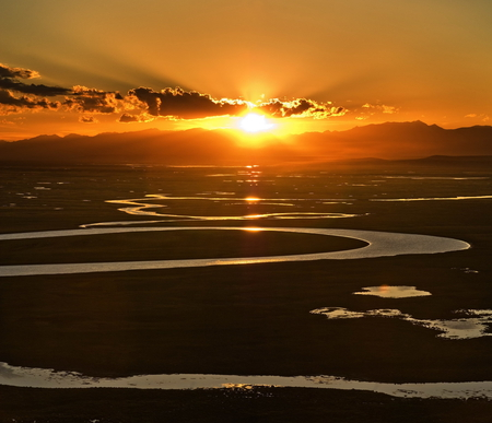 Sunset over the river - sun, background, afternoon, sundown, nice, gold, multicolor, wallpaper, mounts, winding, paisage, wood, sunbeam, dawn, sunrays, mountains, ambar, beautiful, silver, green, amber, scenery, night, wriggle, maroon, paisagem, dark, day, nature, desktop, reflected, pc, scene, orange, yellow, clouds, cenario, calm, scenario, shadows, peaks, beauty, forests, evening, sunrise, morning, paysage, cena, golden, wind, black, tortuosity, sky, water, cool, awesome, computer, sunshine, landscape, colorful, brown, sunny, sunsets, trail, grove, mirror, amazing, calmness, multi-coloured, colors, sinuosity, widescr, meander, colours, reflections, natural