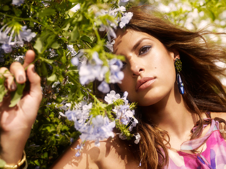 Beautiful Eva - photo, hair, eva mendes, flowers, sunny, beautiful, face