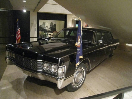 Presidential Limo - president, lincoln, lincoln continental, presedential limo