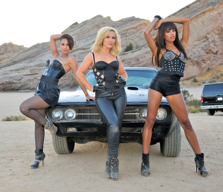 Babes cars Nude Photos 25