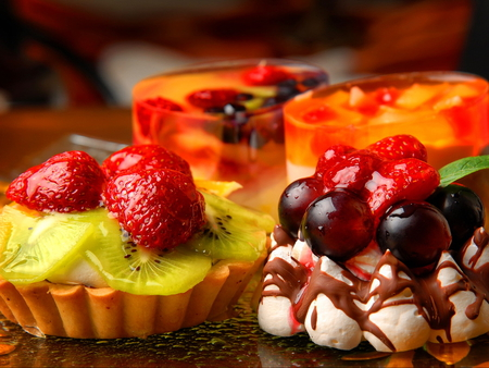 Goodies - cake, cutrus, cream, sweets, yummy, lemons, strawberries, goodies, deliciuos, fruits
