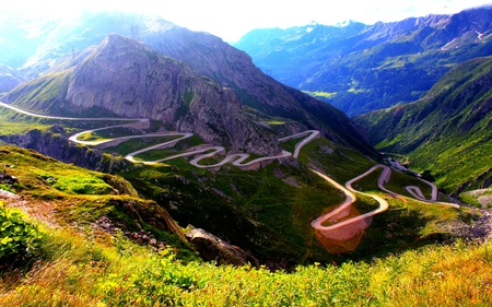 SERPENTINE ROAD - slope, road, winding, serpent, mountain