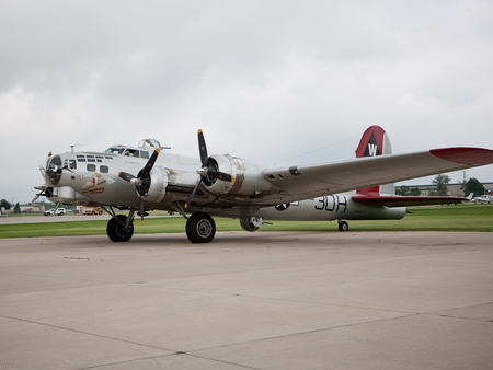 B17 Flying Fortress - Aluminum Overcast - world, war, b-17, ww2, boeing, overcast, airplane, plane, antique, wwii, flying, fortress, bomber, aluminum, classic, b17