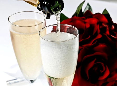 Romantic weekend - romantic weekend, champagne, evening, glasses, red roses, roses, love