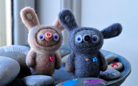 Mr. Wool and Mrs. Button! :) (For Talana) - buttons, image, noses, brown, picture, stones, wallpaper, mrs, mr, pink, blue, photo, pic, ears, colors, wall, cute, button, wool, funny, eyes