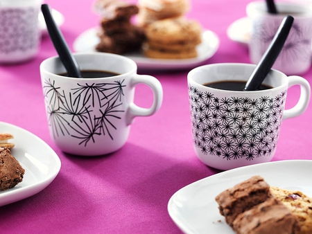 Girly morning coffee♥ - good morning girlsmorning, breakfast, deep pink, electric pink, girly, coffee, friendship, entertainment, cakes, fashion, friends
