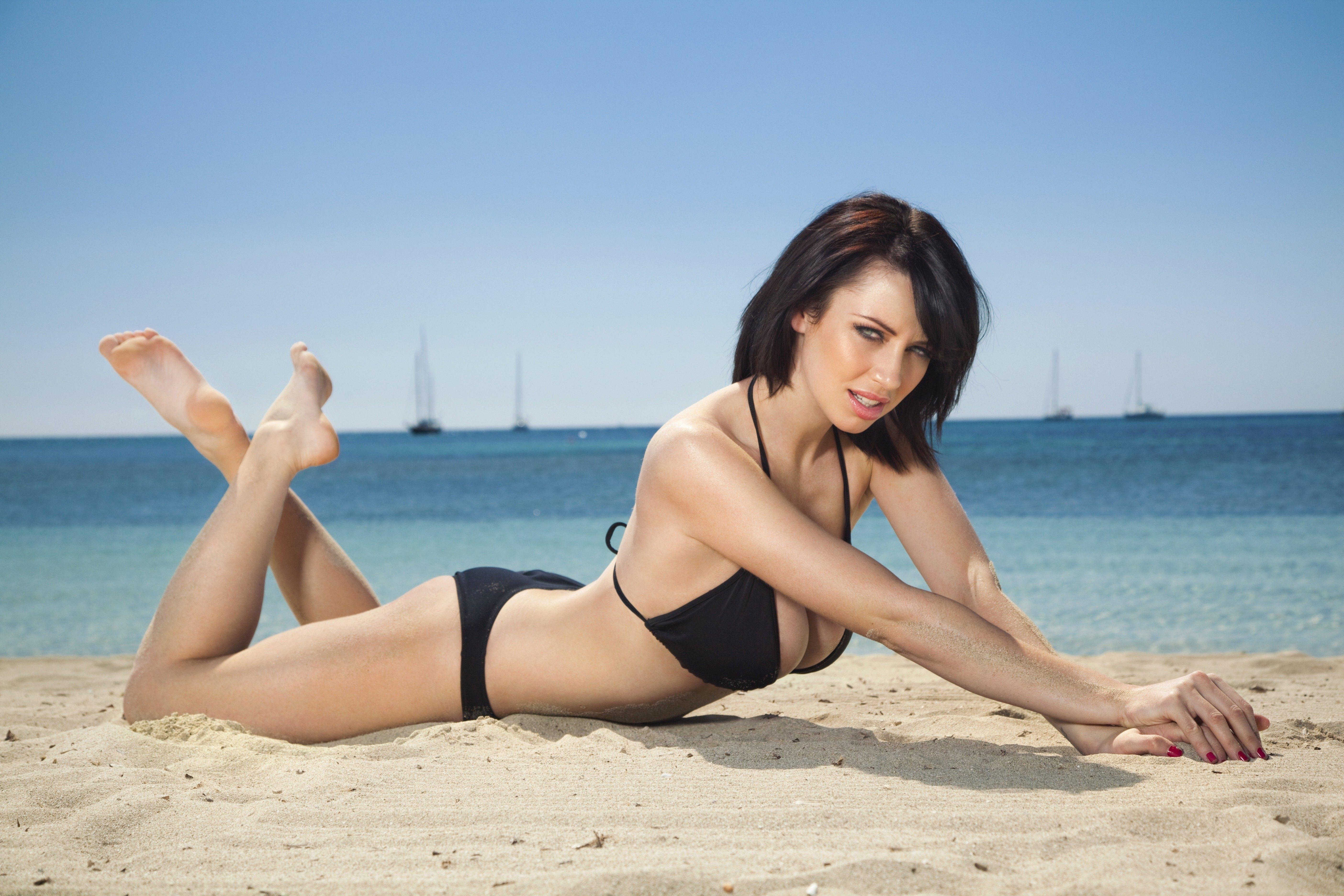Фото красивых девушек на пляже 18 фотография
